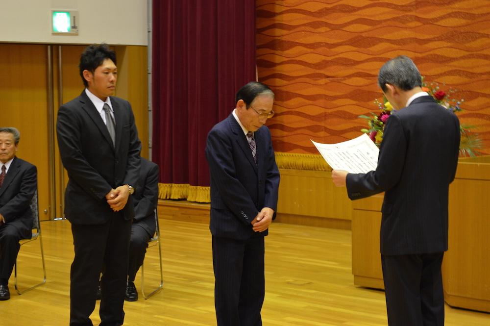 2014年9月22日 優良工事表彰式 松本市長より、現場代理人(飯田 樹)と当社社長に表彰状が授与されました。