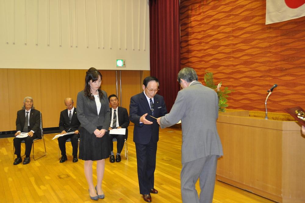2012年10月23日優良工事表彰式 松本市長より、現場代理人兼当社社長に表彰状が授与されました。